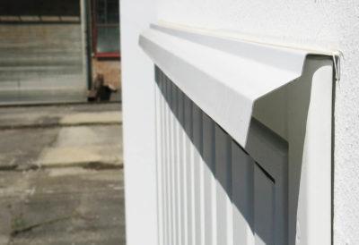 Abtropf-Blech über der Tür