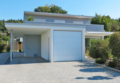 Beton-Carport mit Garage