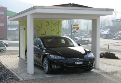 Carport avec installation solaire