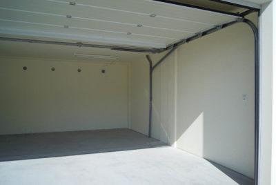 Garagen-Innenraum offen
