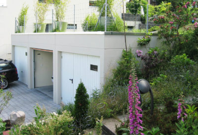 3 garages enterrés avec parapet 50 cm de haut, sans avant-toit