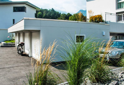 3 garages enterrés avec parapet 50 cm de haut et avant-toit