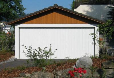 Garage double avec structure de toit