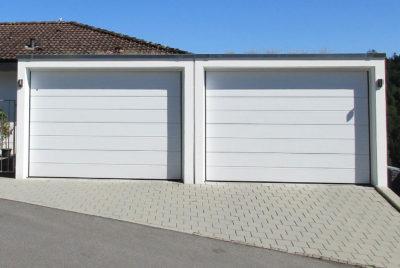 Garage double avec deux portes