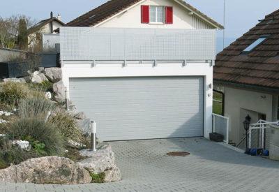 Garage en pente avec terrasse