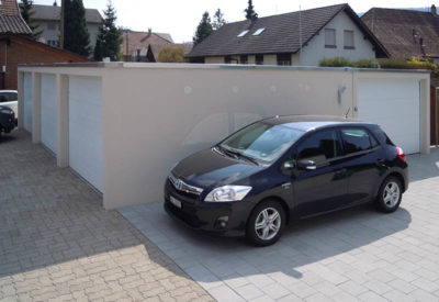 Garage accolé avec toit plat