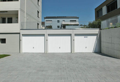 Garage aligné avec terrasse